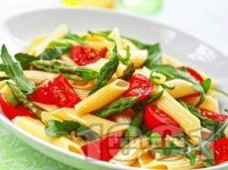 Макаронена салата с пене паста, чери домати, аспержи и рукола - снимка на рецептата
